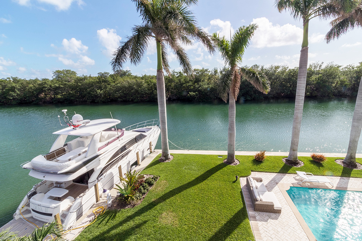 This one-of-a-kind home features a seawall on two sides. Two yachts can be moored on the side seawalls, allowing for uninterrupted views of Pines Canal from the pool and home. No neighbors in front allows for absolute privacy — priceless!